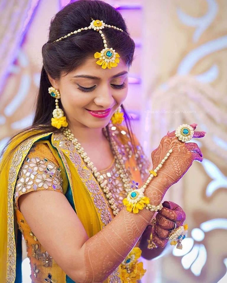 Buy Mehndi Flower Jewellery : Mehndi ideas our top five accessory decor