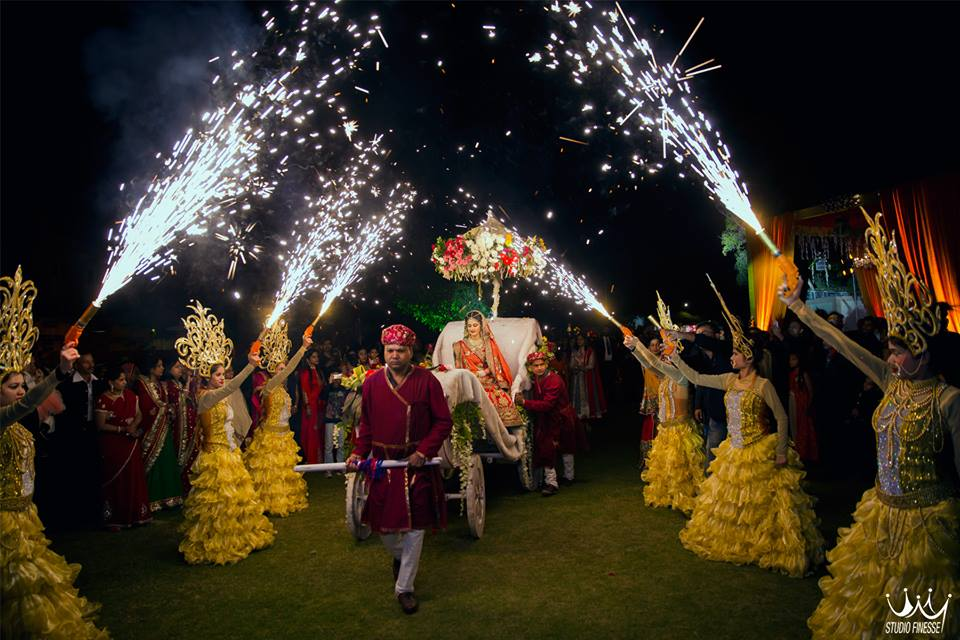 Mehndi Ideas For Groom : Bride entry ideas top trends that ll make your groom guests