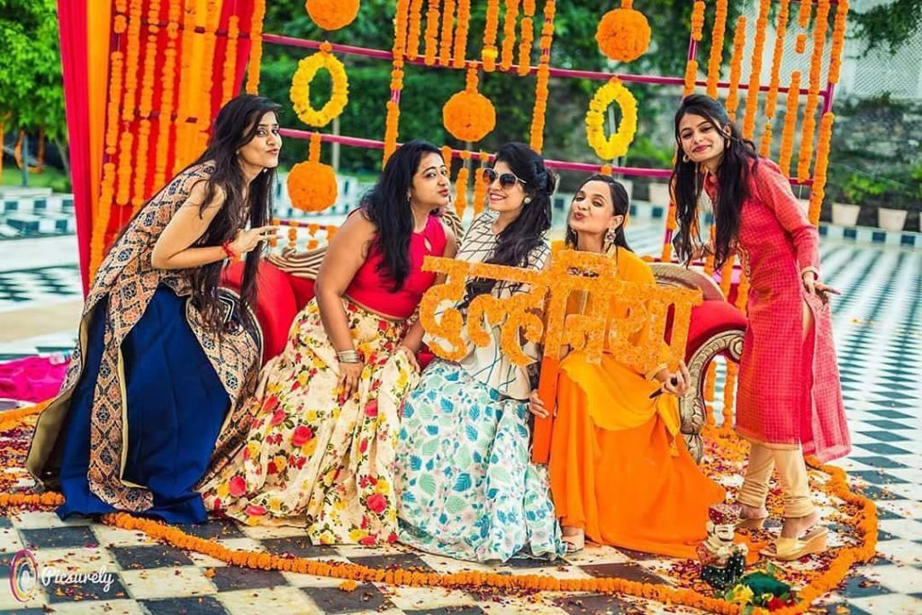 Mehndi Party Activities : Must have photobooth ideas for your wedding mehendi pool party & more!