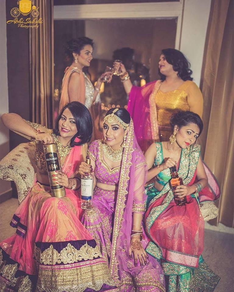 bride & bridesmaids poses